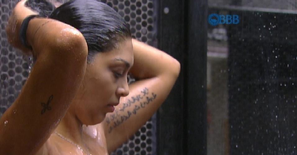 Amanda tem algumas tatuagens espalhadas pelo corpo, que ficam visiveis principalmente quando a morena está de biquíni