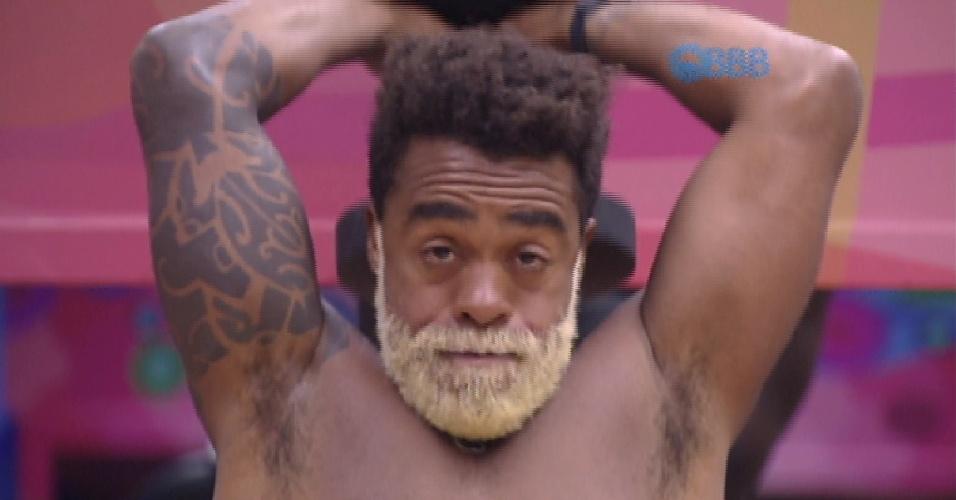 Douglas tem uma tatuagem tribal, que cobre parte de seu braço direito