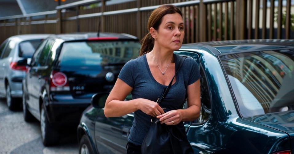 Inês (Adriana Esteves) é uma mulher amargurada e ressentida