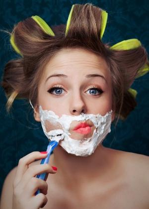 Você depila ou depilaria seu rosto com lâmina de barbear? - Getty Images