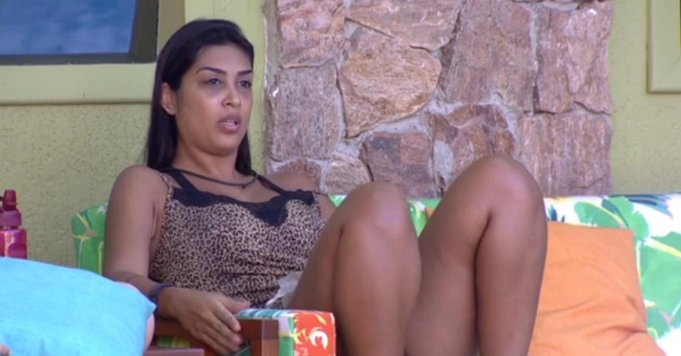 12.fev.2015 - Amanda critica Fernando ao saber que brother chamou Luan para conversa