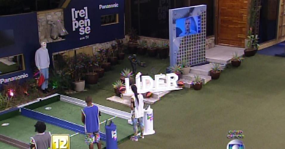 """12.fev.2015 - Brother disputam quarta prova do líder do """"BBB15"""""""