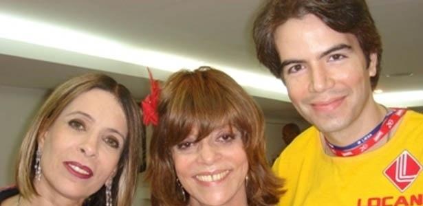 A autora Glória Perez prestigia camarote da Sapucaí com Liège Monteiro e Luiz Fernando Coutinho