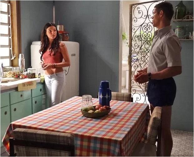 Pedro (José Loreto) morre de raiva ao saber que Sandra (Isis Valverde) irá viajar com Rafael (Marco Pigossi)