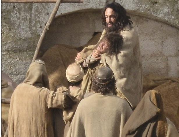 """Santoro é flagrado como Jesus Cristo no remake de """"Ben-Hur"""", de Timur Bekmambetov"""