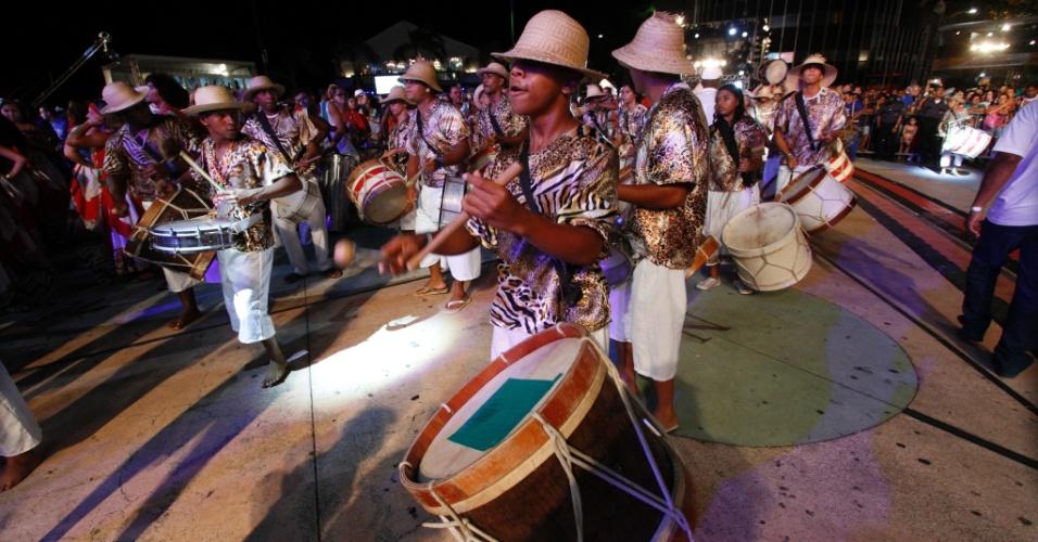 13.fev.2015 - Abertura oficial do Carnaval de Recife conta com com o percussionista Naná Vasconcelos e os Maracatus