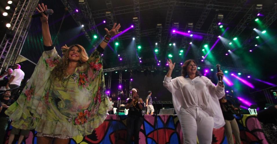 13.fev.2015 - Elba Ramalho e Fafá de Belém dividem o palco na abertura do Carnaval no Marco Zero