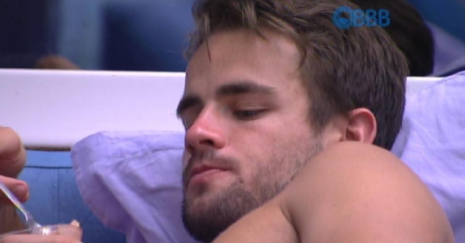 13.fev.2015 - Em conversa com Talita no quarto, Rafael critica atitude de Luan