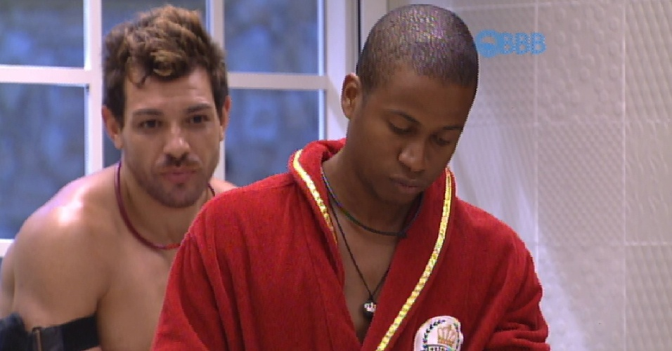 13.fev.2015 - Líder da semana, Luan chama os ninjas, como são conhecidos os cinegrafistas do programa, de gays.