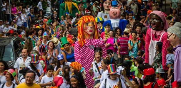13.fev.2015 - O bloco das Emílias e dos Viscondes anima a criançada na Vila Buarque