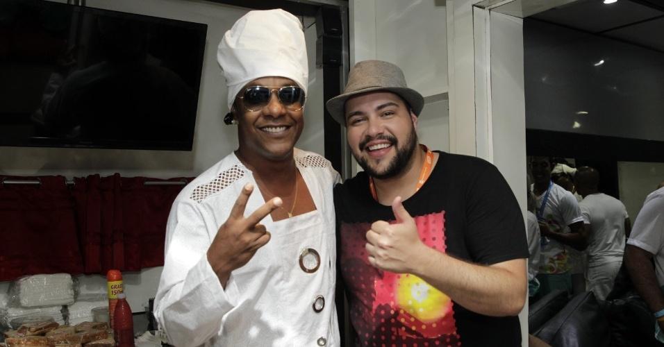 13.fev.2015 - Tiago Abravanel e Marcio Victor, do grupo Psirico no Circuito da Barra