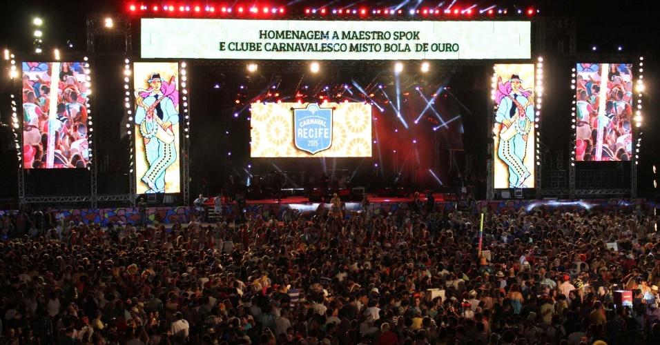 13.fev.2015 - Vista do palco no Marco Zero, no Recife