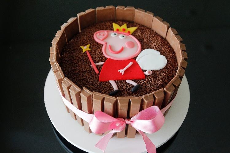 Favoritos Aprenda a fazer um bolo decorado com barras de chocolate Kit Kat  HS91