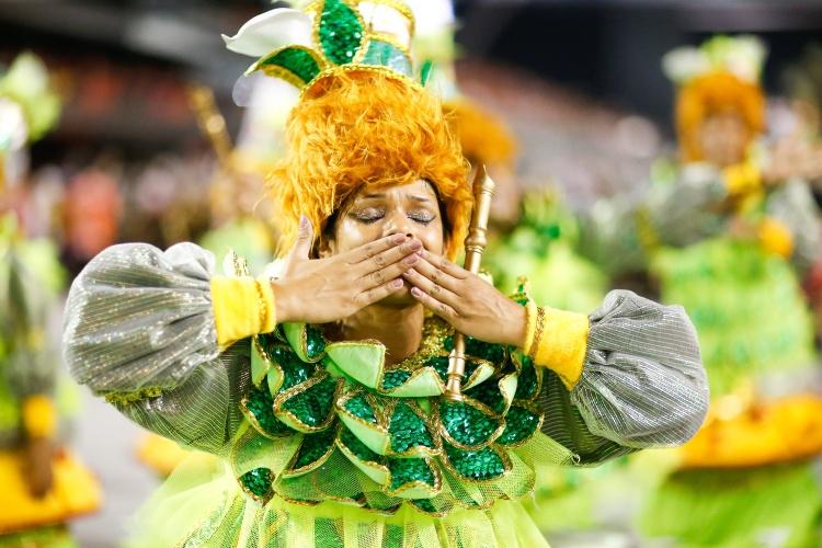 14.fev.15 - Desfile da Dragões da Real no Anhembi