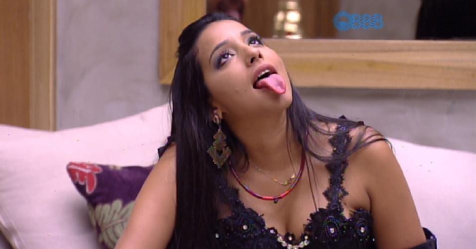 """14.fev.2015 - Adrilles e Mariza se espanta com explicação de Talita sobre o primeiro beijo: """"Eu odiei. Não sabia beijar, ficava chupando a língua do menino"""", disse a aeromoça"""
