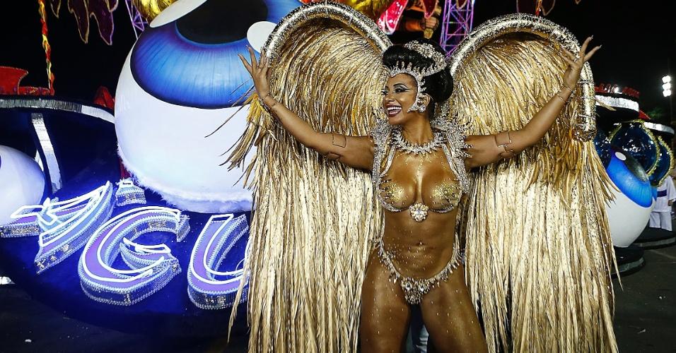 14.fev.2015 - Desfile da Águia de Ouro.14.fev.2015 - A rainha da bateria Cinthia Santos durante desfile da escola de samba Águia de Ouro.