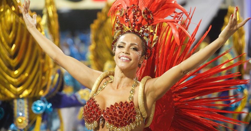 14.fev.2015 - Ana Paula, destaque da Águia de Ouro, escola que falou do Japão contemporâneo; mas também das tradições e memórias japonesas e dos laços que unem os dois países pelo Carnaval e futebol