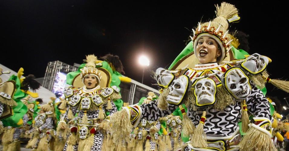 14.fev.2015 - Desfile da Dragões da Real no Anhembi