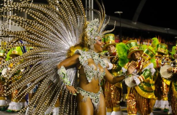 14.fev.2015 - Desfile da escola de samba Acadêmicos do Tucuruvi, no sambódromo do Anhembi