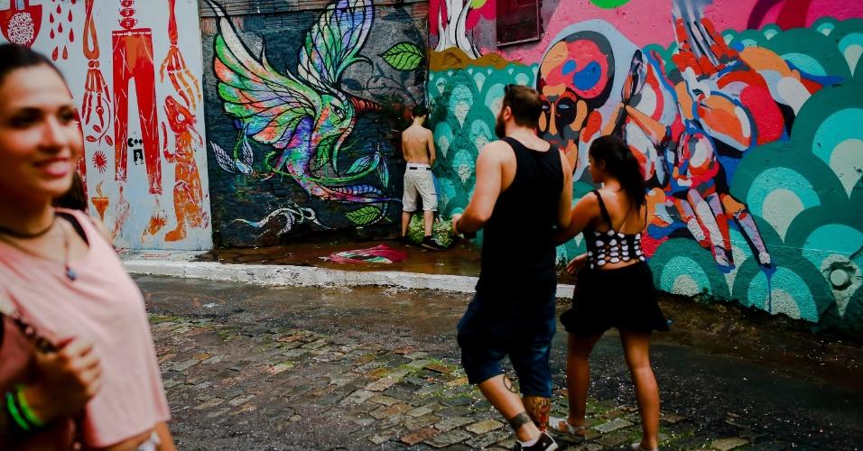 14.jan.2015 - Cacique do Jaraguá atraiu foliões que circularam pelo Beco do Batman