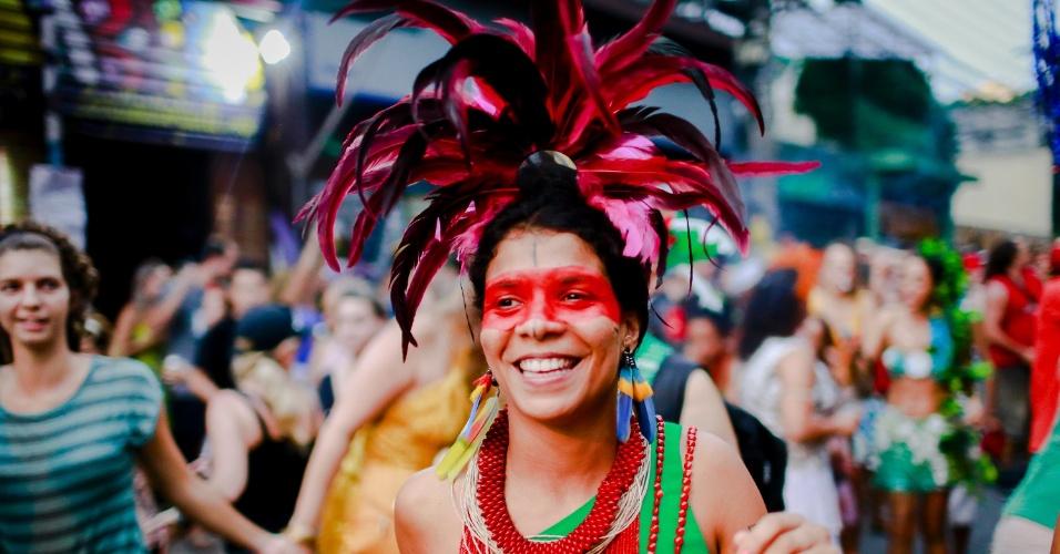 14.jan.2015 - Foliões acompanham o Cacique do Jaraguá na Vila Madalena