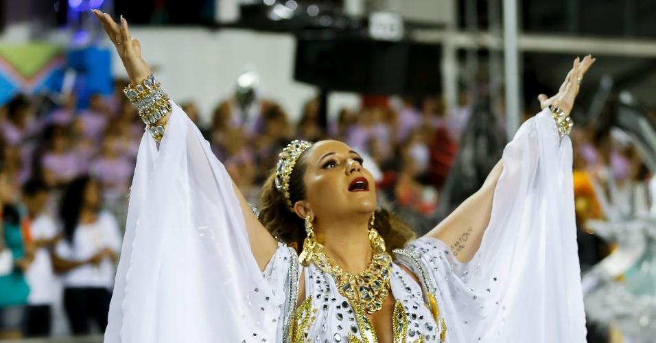 15.fev.2015 - A cantora Maria Rita, filha de Elis Regina, desfila como princesa na Vai-Vai