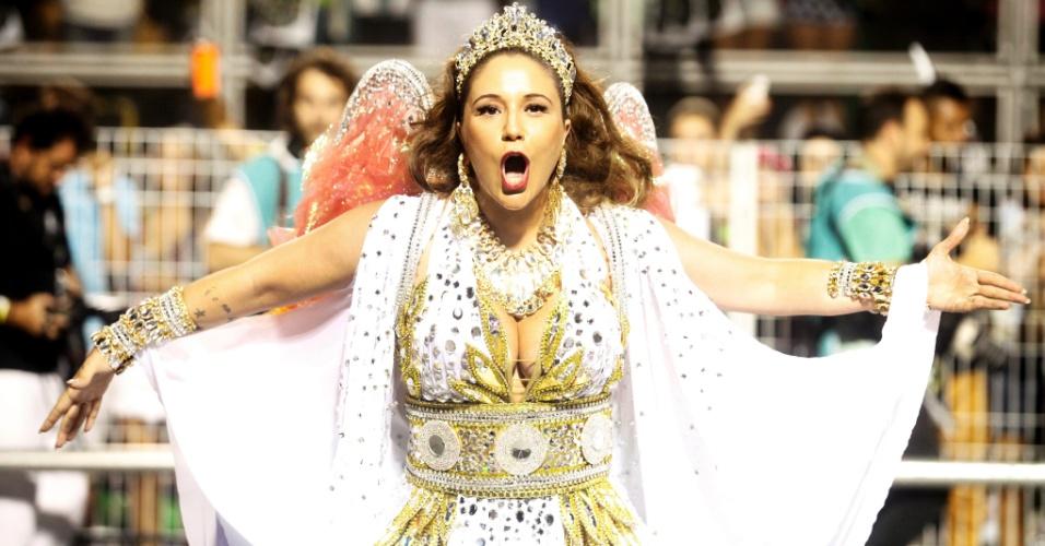 15.fev.2015 - A cantora Maria Rita, filha de Elis Regina, desfila na Vai-Vai, que faz homenagem a sua mãe