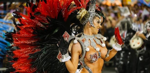 Tati Minerato é rainha da bateria da Gaviões da Fiel desde o Carnaval de 2009