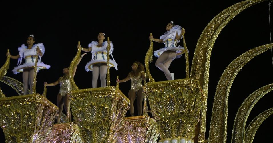 15.fev.2015 - Detalhe de carro alegórico no desfile da Vai-Vai, que relembrou a trajetória da artista Elis Regina em seu enredo