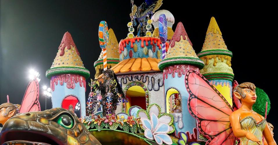 15.fev.2015 - Durante o desfile, escola retratou o sonho infantil, dos contos de Monteiro Lobato e Walt Disney