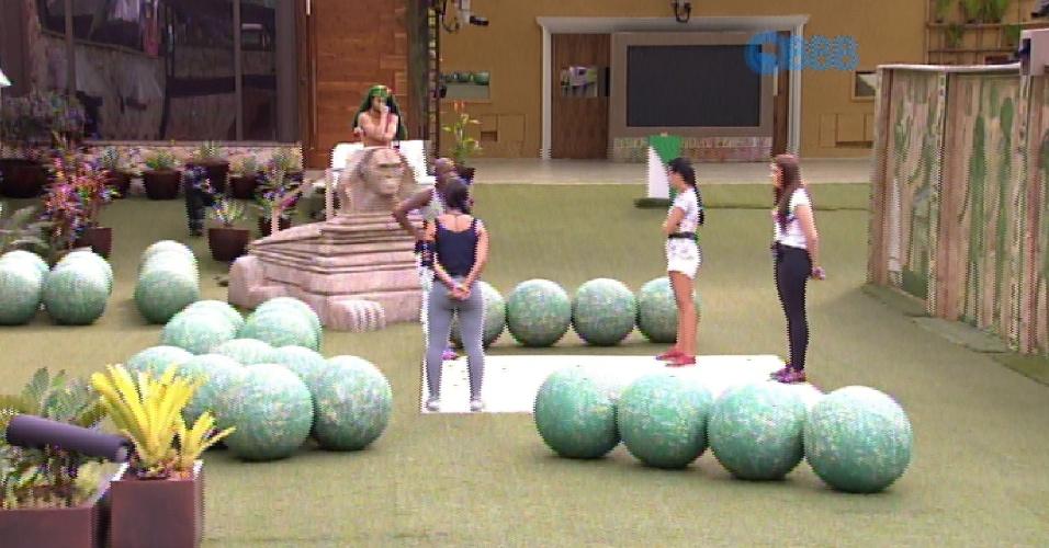 15.fev.2015 - E Amanda, Tamires, Rafael, Talita e Angélica lutam pelo grupo verde