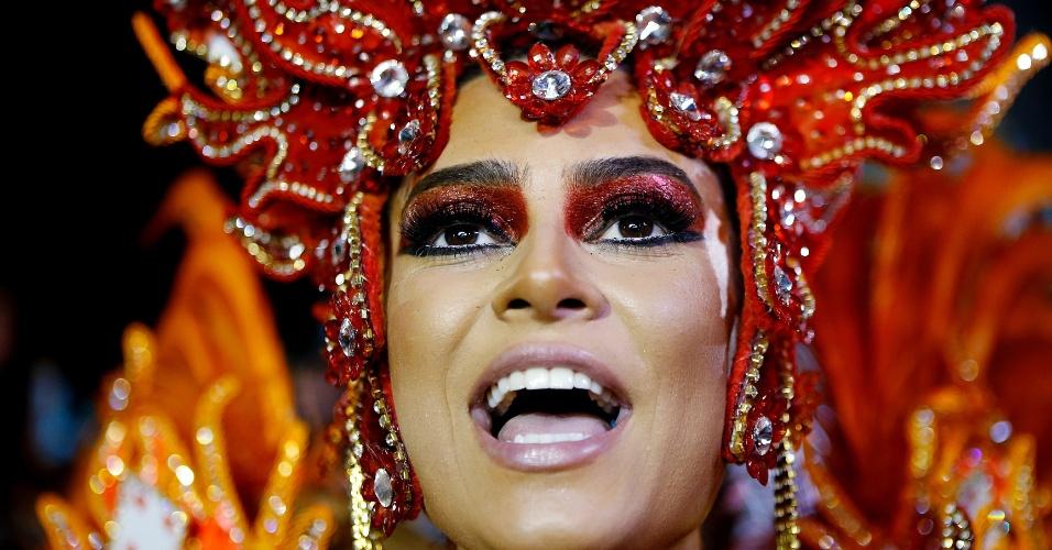 15.fev.2015 - Madrinha da ala das crianças, a atriz Thaila Ayala é uma das musas da Gaviões da Fiel
