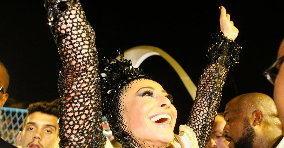 16.fev.2015 - A Unidos de Vila Isabel foi a quarta escola de samba a entrar na avenida na primeira noite de desfiles do Grupe Especial do Carnaval carioca