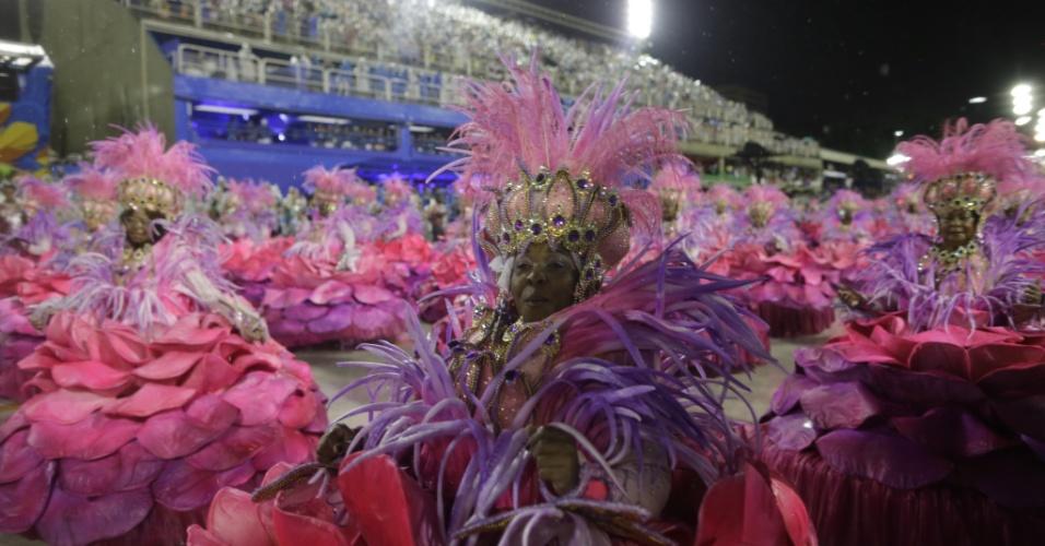 16.fev.2015 - Ala das baianas da escola de samba da Mangueira