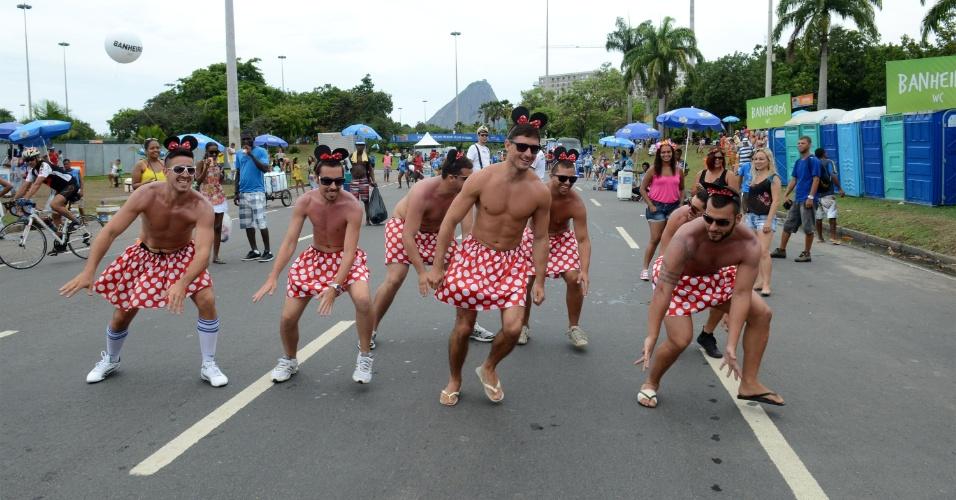 16.fev.2015 - Bloco Sargento Pimenta, que faz versões dos Beatles em ritmo de marchinha, atrai multidão no Rio de Janeiro