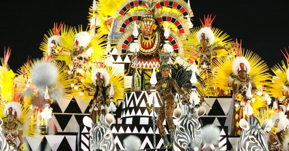 16.fev.2015 - Carro alegórico traz elementos africanos