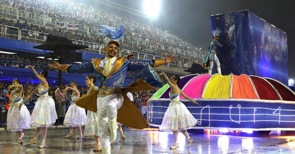 16.fev.2015 - Comissão de frente da Unidos de Vila Isabel durante o desfile na Sapucaí