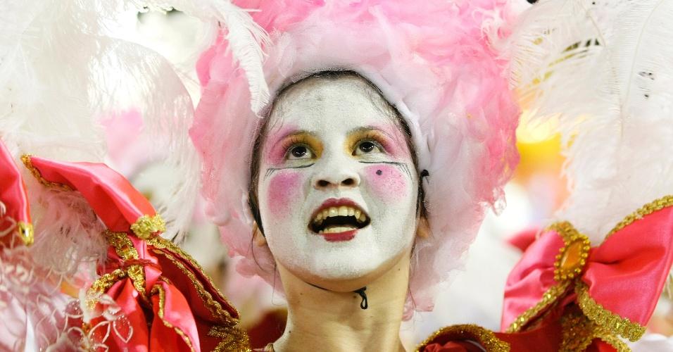 16.fev.2015 - Detalhe da maquiagem de passista