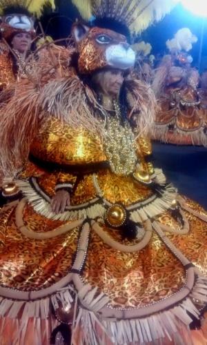16.fev.2015 - Dorothy Ribeiro, 77 anos, integrante da ala das baianas da São Clemente