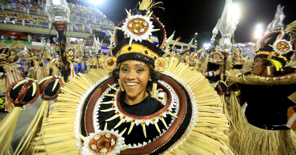 16.fev.2015 - Escola apresentou samba-enredo