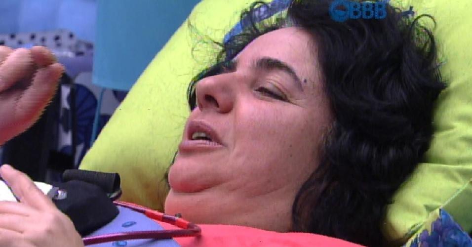 16.fev.2015 - Mariza fica chateada com votos que recebeu