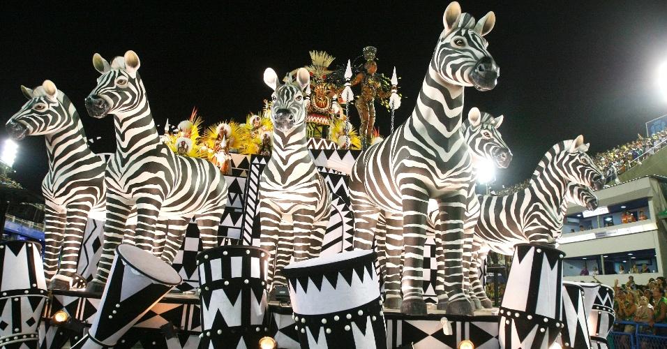 16.fev.2015 - Zebras integram carro que traz elementos africanos