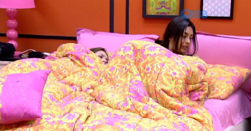 17.fev.2015 - Amanda, uma das emparedas da semana ao lado de Aline e Mariza, diz que não conseguiu dormir direito esta noite