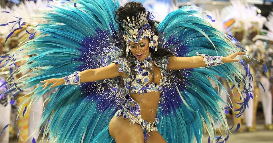 17.fev.2015 - Raíssa de Oliveira é rainha de bateria da escola de samba Beija-Flor há 13 anos