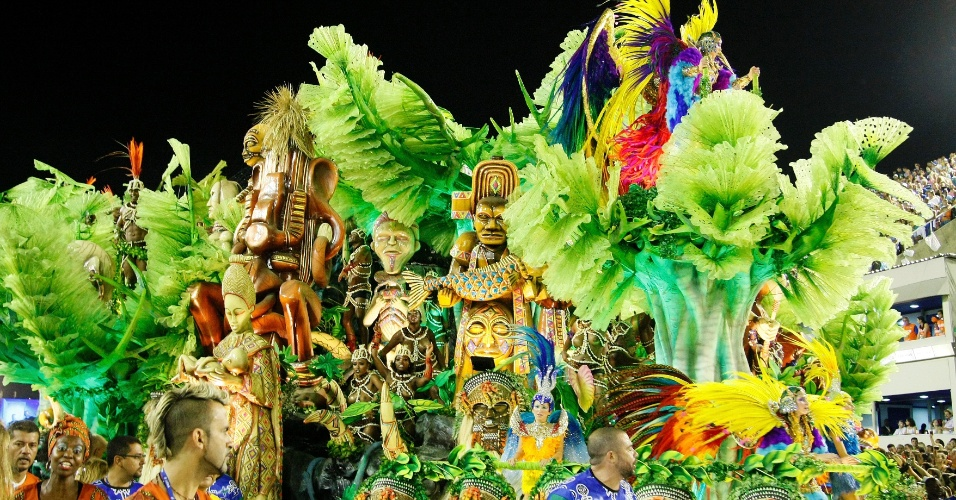 """17.fev.2015 - A escola apresenta o samba-enredo """"Um Griô conta a história: um olhar sobre a África e o despontar da Guiné Equatorial. Caminhemos sobre a trilha de nossa felicidade"""""""