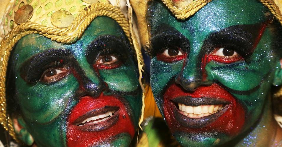 17.fev.2015 - A escola Unidos da Tijuca prepara-se para encerrar os desfiles do Grupo Especial do Carnaval carioca