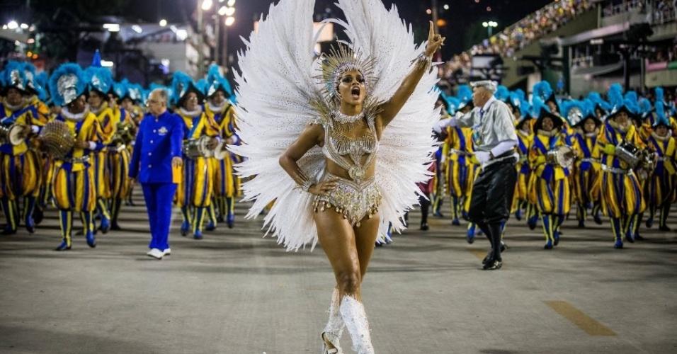 17.fev.2015 - A escola Unidos da Tijuca, última escola a desfilar na madrugada de terça-feira no Rio de Janeiro, leva à Sapucaí um enredo que homenageia a Suíça