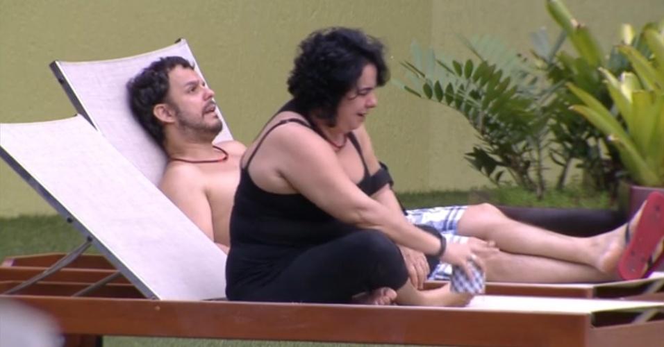 17.fev.2015 - Adrilles e Mariza criticam relacionamento de Fernando e Aline