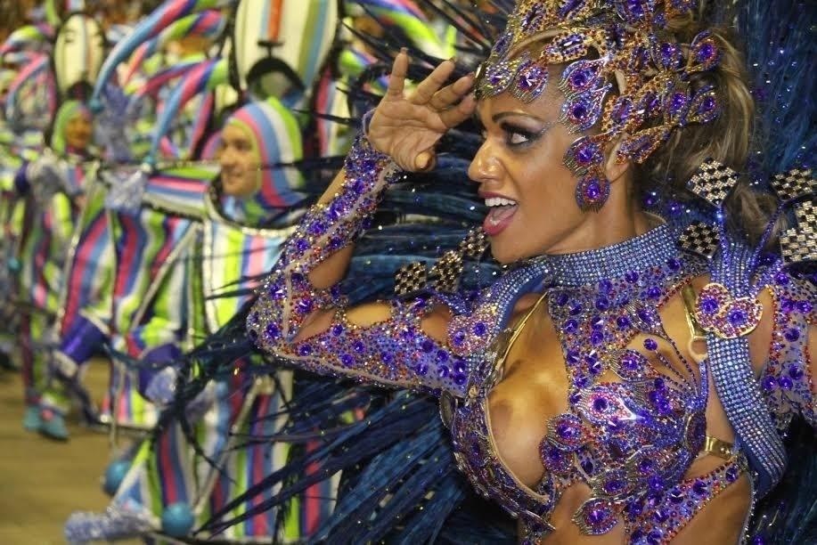 17.fev.2015 - Ana Paula Evangelista desfila pela escola de samba Unidos da Tijuca, última escola a entrar na Sapucaí na madrugada de terça-feira