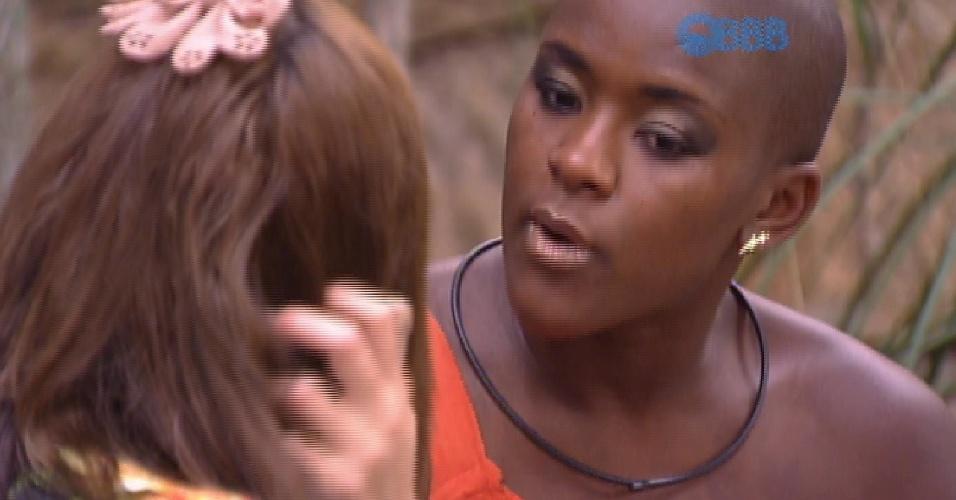 17.fev.2015 - Após Tamires não colocar vestido, Angélica chama sister para conversar